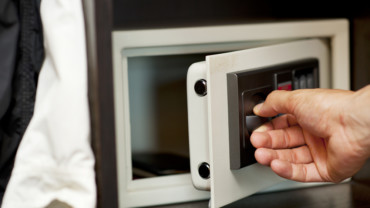 Les 3 bonnes raisons d'installer un coffre-fortet comment bien choisir le modèle.